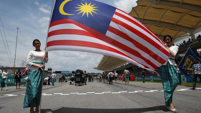 Grid girls with the Malaysian Flag at Formula One World Championship, Rd2, Malaysian Grand Prix, Race, Sepang, Malaysia, Sunday 29 March 2015. &copy&#x3b; Sutton Motorsport Images