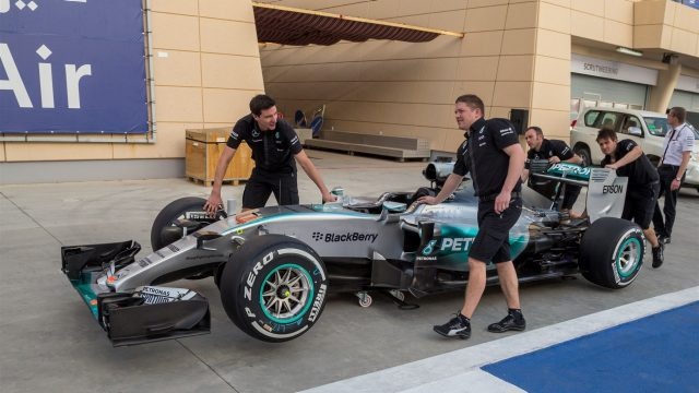 Mercedes AMG F1 mechanics with Mercedes AMG F1 W06 at Formula One World Championship, Rd4, Bahrain Grand Prix Preparations, Bahrain International Circuit, Sakhir, Bahrain, Thursday 16  April 2015. &copy&#x3b; Sutton Motorsport Images