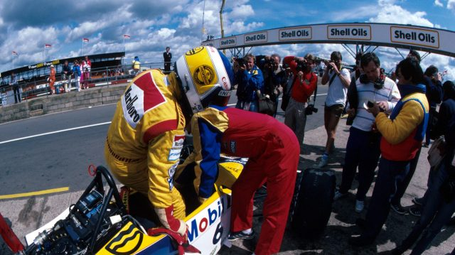 Keke Rosberg climbs aboard his Williams-Honda ahead of setting a new qualifying speed record. &copy&#x3b; Sutton Motorsport Images