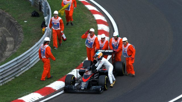 Marshalls and Fernando Alonso (ESP) McLaren MP4-30 push his car in Q2 at Formula One World Championship, Rd10, Hungarian Grand Prix, Qualifying, Hungaroring, Hungary, Saturday 25 July 2015. &copy&#x3b; Sutton Motorsport Images
