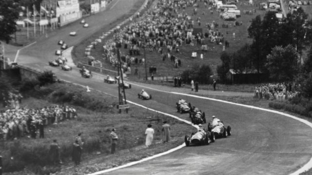 Alberto Ascari (Ferrari 500) leads the field up Eau Rouge at the start of the 1952 Belgian Grand Prix. &copy&#x3b; LAT Photographic