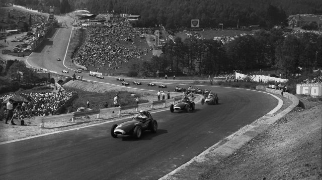 Tony Brooks (Vanwall) 1st position, leads at the start of the race. Spa-Francorchamps, Belgium. 13th - 15th June 1958. &copy&#x3b; LAT Photographic