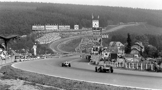 Carel Godin de Beaufort (Porsche 718) leads a Ferrari Dino 156 passed the pits towards Eau Rouge. 1962 Belgian Grand Prix. &copy&#x3b; LAT Photographic