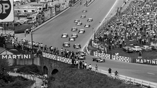 The start: Jochen Rindt(AUT) Lotus 49C, leads from Chris Amon, Jackie Stewart, Jacky Ickx and Jack Brabham. 1970 Belgian Grand Prix. &copy&#x3b; Sutton Motorsport Images