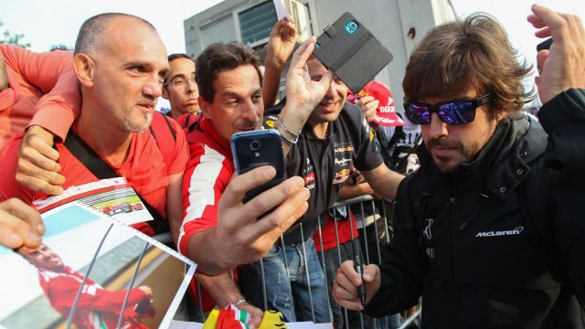 Fernando Alonso (ESP) McLaren signs autographs for the fans at Formula One World Championship, Rd12, Italian Grand Prix, Practice, Monza, Italy, Friday 4  September 2015. &copy&#x3b; Sutton Motorsport Images
