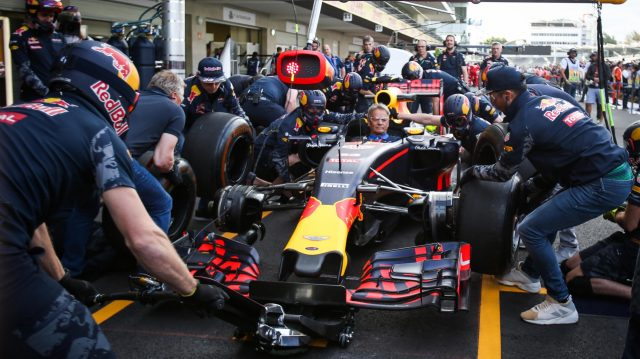 Daniel Ricciardo (AUS) Red Bull Racing and pit stop practice at Formula One World Championship, Rd19, Mexican Grand Prix, Preparations, Circuit Hermanos Rodriguez, Mexico City, Mexico, Thursday 27 October 2016. &copy&#x3b; Sutton Images
