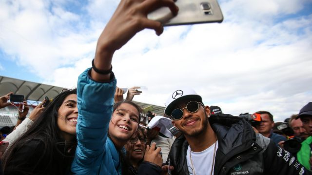 Lewis Hamilton (GBR) Mercedes AMG F1 fans selfie at Formula One World Championship, Rd19, Mexican Grand Prix, Preparations, Circuit Hermanos Rodriguez, Mexico City, Mexico, Thursday 27 October 2016. &copy&#x3b; Sutton Images