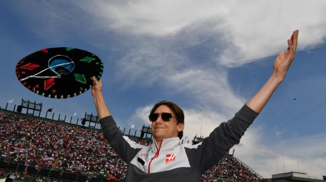 Esteban Gutierrez (MEX) Haas F1 with sombrero hat on the drivers parade at Formula One World Championship, Rd19, Mexican Grand Prix, Race, Circuit Hermanos Rodriguez, Mexico City, Mexico, Sunday 30 October 2016. &copy&#x3b; Sutton Images