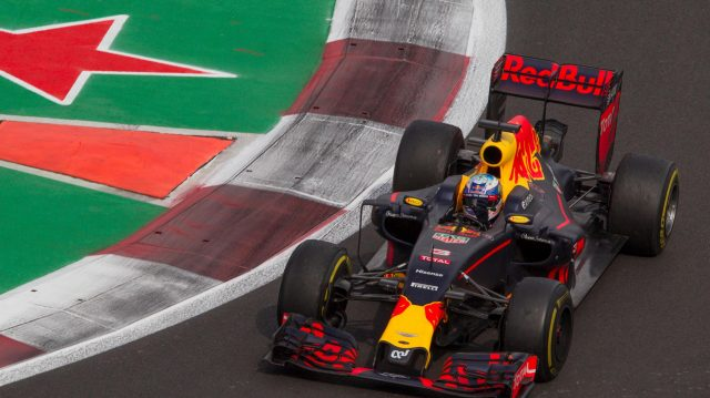 Daniel Ricciardo (AUS) Red Bull Racing RB12 waves to the fans at Formula One World Championship, Rd19, Mexican Grand Prix, Race, Circuit Hermanos Rodriguez, Mexico City, Mexico, Sunday 30 October 2016. &copy&#x3b; Sutton Images