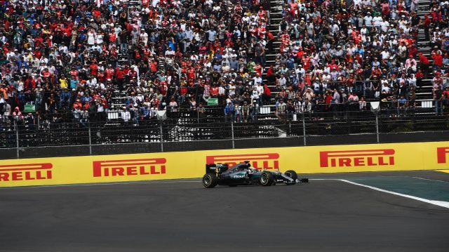 Lewis Hamilton (GBR) Mercedes-Benz F1 W07 Hybrid runs wide at the start of the race at Formula One World Championship, Rd19, Mexican Grand Prix, Race, Circuit Hermanos Rodriguez, Mexico City, Mexico, Sunday 30 October 2016. &copy&#x3b; Sutton Images