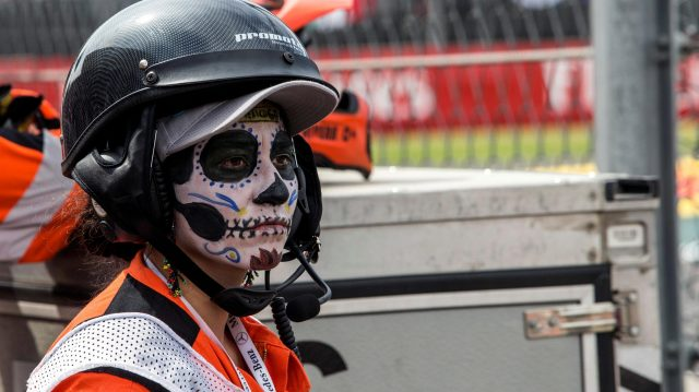 Marshal with Day Of The Dead face paint at Formula One World Championship, Rd19, Mexican Grand Prix, Race, Circuit Hermanos Rodriguez, Mexico City, Mexico, Sunday 30 October 2016. &copy&#x3b; Sutton Images