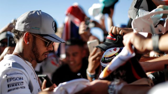 Lewis Hamilton (GBR) Mercedes AMG F1 signs autographs for the fans at Formula One World Championship, Rd18, United States Grand Prix, Qualifying, Circuit of the Americas, Austin, Texas, USA, Saturday 22 October 2016. &copy&#x3b; Sutton Images