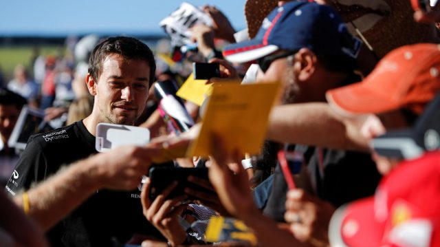 Jolyon Palmer (GBR) Renault Sport F1 Team fans selfie at Formula One World Championship, Rd18, United States Grand Prix, Qualifying, Circuit of the Americas, Austin, Texas, USA, Saturday 22 October 2016. &copy&#x3b; Sutton Images