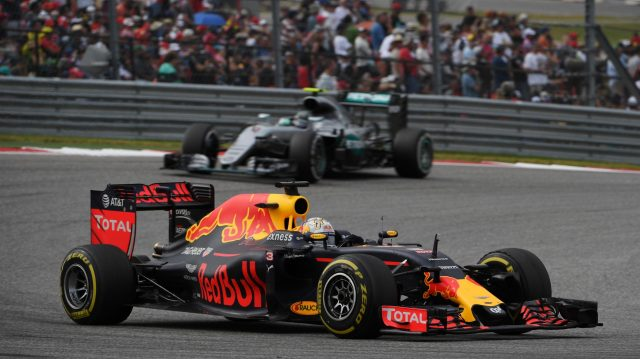Daniel Ricciardo (AUS) Red Bull Racing RB12 leads Nico Rosberg (GER) Mercedes-Benz F1 W07 Hybrid at Formula One World Championship, Rd18, United States Grand Prix, Race, Circuit of the Americas, Austin, Texas, USA, Sunday 23 October 2016. &copy&#x3b; Sutton Images