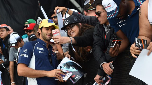 Felipe Nasr (BRA) Sauber fans selfie at Formula One World Championship, Rd18, United States Grand Prix, Race, Circuit of the Americas, Austin, Texas, USA, Sunday 23 October 2016. &copy&#x3b; Sutton Images