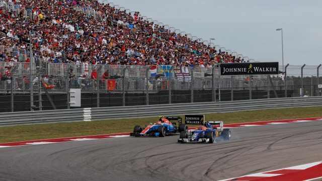 Felipe Nasr (BRA) Sauber C35 locks up as he battles past Esteban Ocon (FRA) Manor Racing MRT05 at Formula One World Championship, Rd18, United States Grand Prix, Race, Circuit of the Americas, Austin, Texas, USA, Sunday 23 October 2016. &copy&#x3b; Sutton Images
