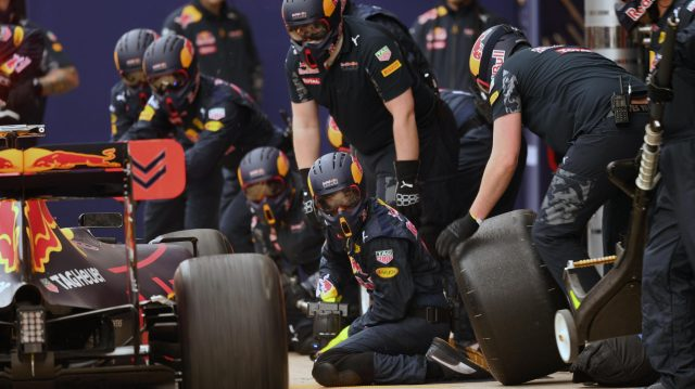 Red Bull Racing mechanics during a pit stop at Formula One Testing, Day Two, Barcelona, Spain, Wednesday 2 March 2016. &copy&#x3b; Sutton Motorsport Images