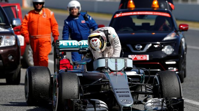 Lewis Hamilton (GBR) Mercedes-Benz F1 W07 Hybrid stops at pit lane exit at Formula One Testing, Day Four, Barcelona, Spain, Friday 4  March 2016. &copy&#x3b; Sutton Motorsport Images