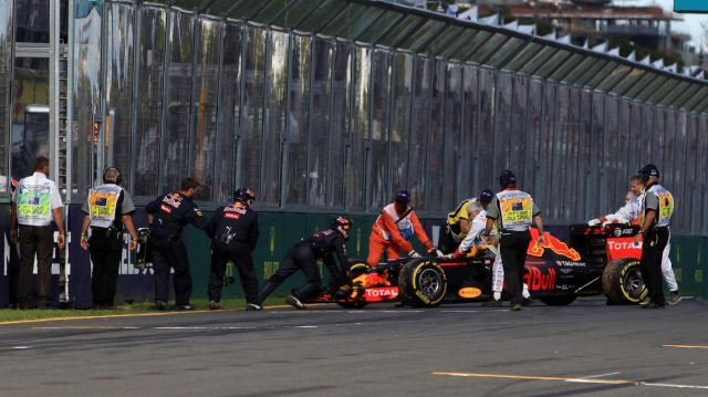 Marshals remove the car of Daniil Kvyat (RUS) Red Bull Racing RB12 after breaking down at the start of the race at Formula One World Championship, Rd1, Australian Grand Prix, Race, Albert Park, Melbourne, Australia, Sunday 20 March 2016. &copy&#x3b; Sutton Motorsport Images