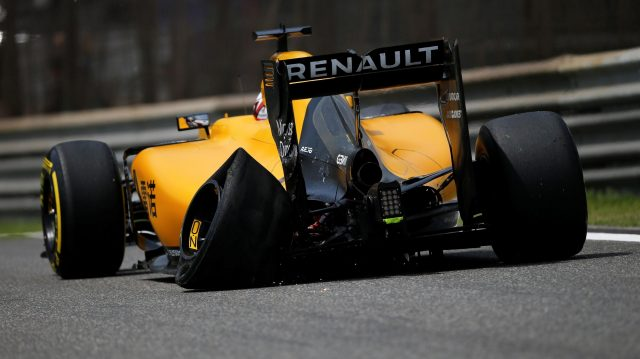 Kevin Magnussen (DEN) Renault Sport F1 Team RS16 with rear tyre puncture at Formula One World Championship, Rd3, Chinese Grand Prix, Practice, Shanghai, China, Friday 15 April 2016. &copy&#x3b; Sutton Motorsport Images