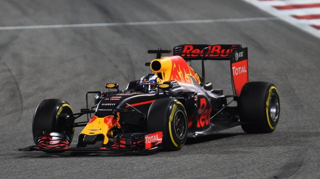 Daniel Ricciardo (AUS) Red Bull Racing RB12 with broken front wing endplate at Formula One World Championship, Rd2, Bahrain Grand Prix Race, Bahrain International Circuit, Sakhir, Bahrain, Sunday 3 April 2016. &copy&#x3b; Sutton Motorsport Images