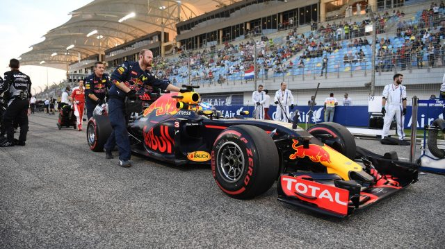 Daniel Ricciardo (AUS) Red Bull Racing RB12 on the grid at Formula One World Championship, Rd2, Bahrain Grand Prix Race, Bahrain International Circuit, Sakhir, Bahrain, Sunday 3 April 2016. &copy&#x3b; Sutton Motorsport Images