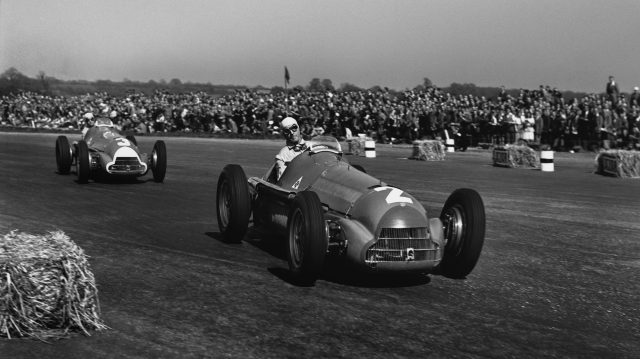 Guiseppe Farina (Alfa Romeo 158), 1st position, leads Luigi Fagioli (Alfa Romeo 158), 2nd position, action. Silverstone, England. 11-13 May 1950.