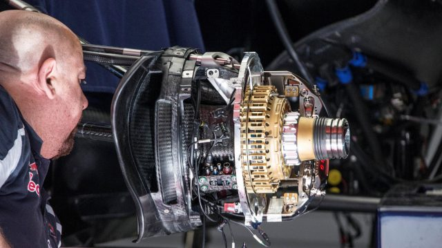 Scuderia Toro Rosso STR11 front brake and wheel hub detail at Formula One World Championship, Rd5, Spanish Grand Prix, Preparations, Barcelona, Spain, Thursday 12 May 2016. &copy&#x3b; Sutton Images