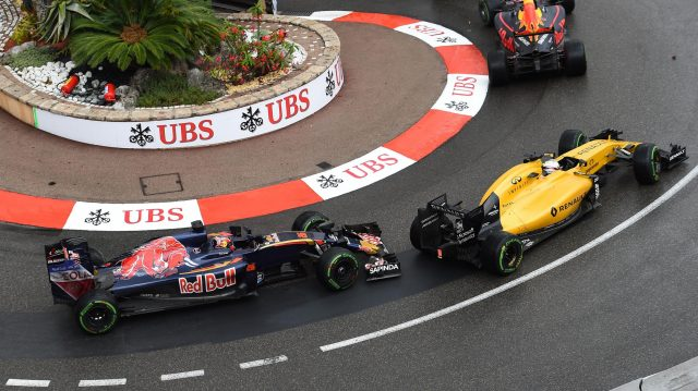 Kevin Magnussen (DEN) Renault Sport F1 Team RS16 and Daniil Kvyat (RUS) Scuderia Toro Rosso STR11 battle at Formula One World Championship, Rd6, Monaco Grand Prix, Race, Monte-Carlo, Monaco, Sunday 29 May 2016. &copy&#x3b; Sutton Images
