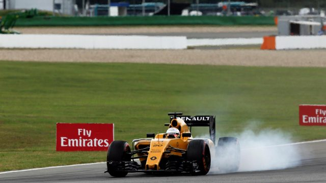 Kevin Magnussen (DEN) Renault Sport F1 Team RS16 locks up at Formula One World Championship, Rd12, German Grand Prix, Race, Hockenheim, Germany, Sunday 31 July 2016. &copy&#x3b; Sutton Images