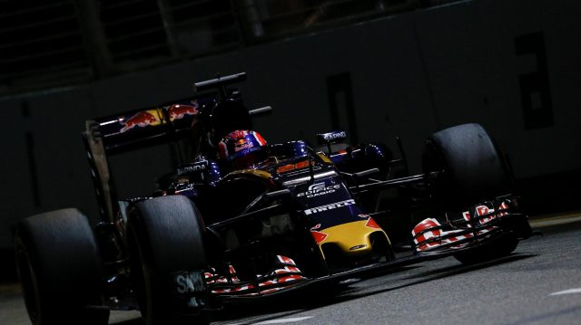 Daniil Kvyat (RUS) Scuderia Toro Rosso STR11 at Formula One World Championship, Rd15, Singapore Grand Prix, Practice, Marina Bay Street Circuit, Singapore, Friday 16 September 2016. &copy&#x3b; Sutton Images