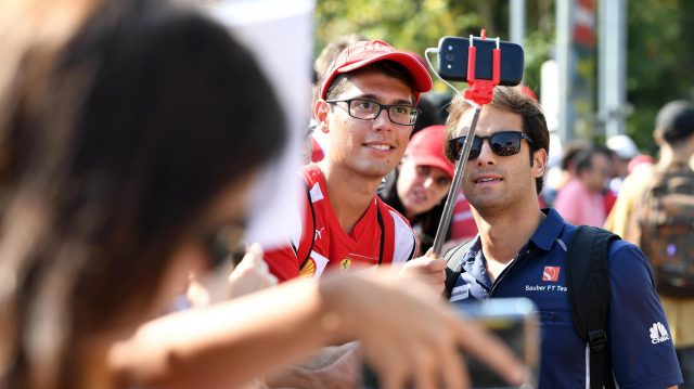 Felipe Nasr (BRA) Sauber fan selfie at Formula One World Championship, Rd14, Italian Grand Prix, Preparations, Monza, Italy, Thursday 1 September 2016. &copy&#x3b; Sutton Images