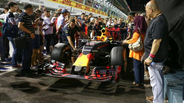 Fans and the Red Bull Racing RB12 at Formula One World Championship, Rd15, Singapore Grand Prix, Preparations, Marina Bay Street Circuit, Singapore, Thursday 15 September 2016. &copy&#x3b; Sutton Images