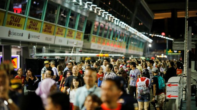 Fans and atmosphere at Formula One World Championship, Rd15, Singapore Grand Prix, Preparations, Marina Bay Street Circuit, Singapore, Thursday 15 September 2016. &copy&#x3b; Sutton Images