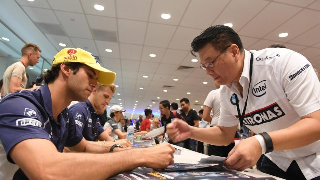 Felipe Nasr (BRA) Sauber at the fans autograph session at Formula One World Championship, Rd15, Singapore Grand Prix, Preparations, Marina Bay Street Circuit, Singapore, Thursday 15 September 2016. &copy&#x3b; Sutton Images