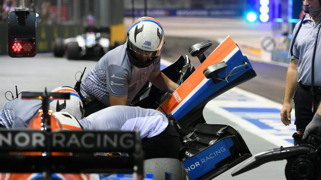 Manor Racing MRT05 nose change at Formula One World Championship, Rd15, Singapore Grand Prix, Practice, Marina Bay Street Circuit, Singapore, Friday 16 September 2016. &copy&#x3b; Sutton Images