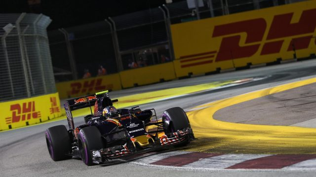 Carlos Sainz jr (ESP) Scuderia Toro Rosso STR11 at Formula One World Championship, Rd15, Singapore Grand Prix, Practice, Marina Bay Street Circuit, Singapore, Friday 16 September 2016. &copy&#x3b; Sutton Images