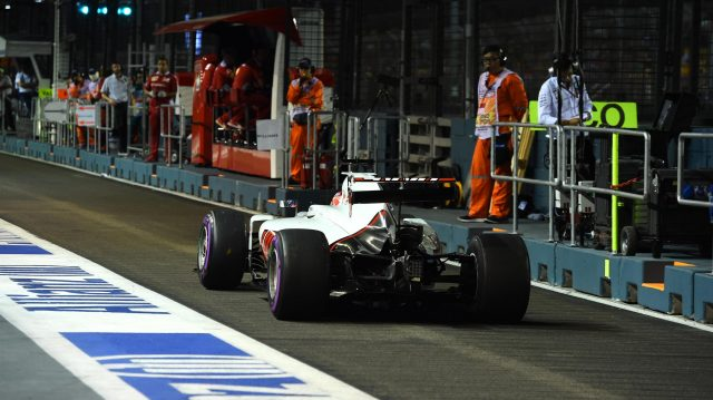 Romain Grosjean (FRA) Haas VF-16 with broken rear wing after hitting the wall in FP2 at Formula One World Championship, Rd15, Singapore Grand Prix, Practice, Marina Bay Street Circuit, Singapore, Friday 16 September 2016. &copy&#x3b; Sutton Images