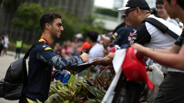 Daniel Ricciardo (AUS) Red Bull Racing signs autographs for the fans at Formula One World Championship, Rd15, Singapore Grand Prix, Qualifying, Marina Bay Street Circuit, Singapore, Saturday 17 September 2016. &copy&#x3b; Sutton Images