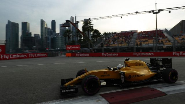 Kevin Magnussen (DEN) Renault Sport F1 Team RS16 at Formula One World Championship, Rd15, Singapore Grand Prix, Qualifying, Marina Bay Street Circuit, Singapore, Saturday 17 September 2016. &copy&#x3b; Sutton Images
