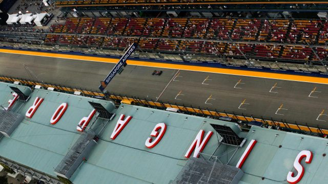 Daniil Kvyat (RUS) Scuderia Toro Rosso STR11 at Formula One World Championship, Rd15, Singapore Grand Prix, Qualifying, Marina Bay Street Circuit, Singapore, Saturday 17 September 2016. &copy&#x3b; Sutton Images