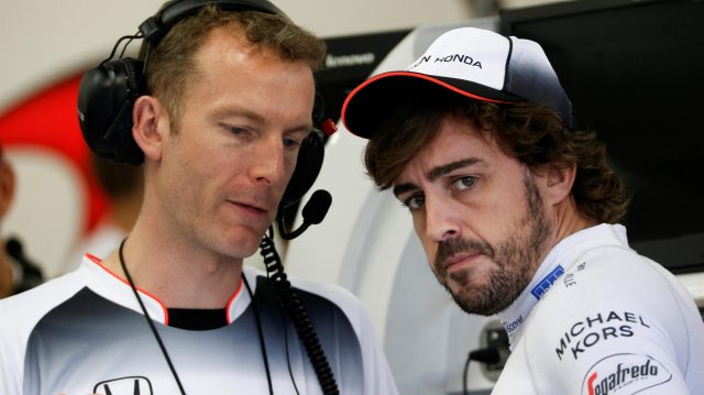 Fernando Alonso (ESP) McLaren and Mark Temple (GBR) McLaren Race Engineer at Formula One World Championship, Rd15, Singapore Grand Prix, Qualifying, Marina Bay Street Circuit, Singapore, Saturday 17 September 2016. &copy&#x3b; Sutton Images