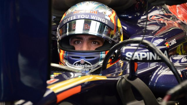 Carlos Sainz (ESP) Scuderia Toro Rosso at Formula One World Championship, Rd15, Singapore Grand Prix, Qualifying, Marina Bay Street Circuit, Singapore, Saturday 17 September 2016. &copy&#x3b; Sutton Images