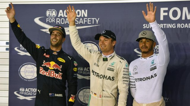 (L to R): Daniel Ricciardo (AUS) Red Bull Racing, pole sitter Nico Rosberg (GER) Mercedes AMG F1 and Lewis Hamilton (GBR) Mercedes AMG F1 celebrate in parc ferme at Formula One World Championship, Rd15, Singapore Grand Prix, Qualifying, Marina Bay Street Circuit, Singapore, Saturday 17 September 2016. &copy&#x3b; Sutton Images