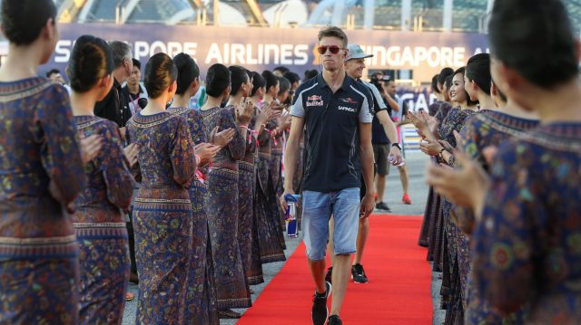 Daniil Kvyat (RUS) Scuderia Toro Rosso on the drivers parade at Formula One World Championship, Rd15, Singapore Grand Prix, Race, Marina Bay Street Circuit, Singapore, Sunday 18 September 2016. &copy&#x3b; Sutton Images