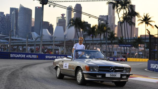 Nico Rosberg (GER) Mercedes AMG F1 on the drivers parade at Formula One World Championship, Rd15, Singapore Grand Prix, Race, Marina Bay Street Circuit, Singapore, Sunday 18 September 2016. &copy&#x3b; Sutton Images