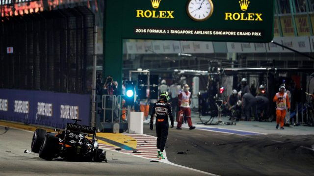 Nico Hulkenberg (GER) Force India VJM09 crashes out of the race at Formula One World Championship, Rd15, Singapore Grand Prix, Race, Marina Bay Street Circuit, Singapore, Sunday 18 September 2016. &copy&#x3b; Sutton Images