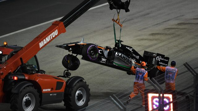 The crashed car of Nico Hulkenberg (GER) Force India VJM09 is recovered at Formula One World Championship, Rd15, Singapore Grand Prix, Race, Marina Bay Street Circuit, Singapore, Sunday 18 September 2016. &copy&#x3b; Sutton Images