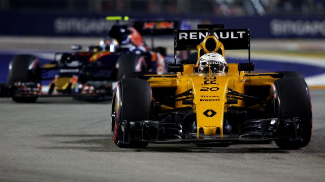 Kevin Magnussen (DEN) Renault Sport F1 Team RS16 at Formula One World Championship, Rd15, Singapore Grand Prix, Race, Marina Bay Street Circuit, Singapore, Sunday 18 September 2016. &copy&#x3b; Sutton Images