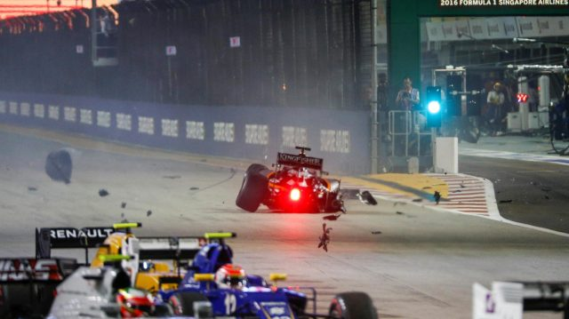 Nico Hulkenberg (GER) Force India VJM09 crashes at the start of the race at Formula One World Championship, Rd15, Singapore Grand Prix, Race, Marina Bay Street Circuit, Singapore, Sunday 18 September 2016. &copy&#x3b; Sutton Images